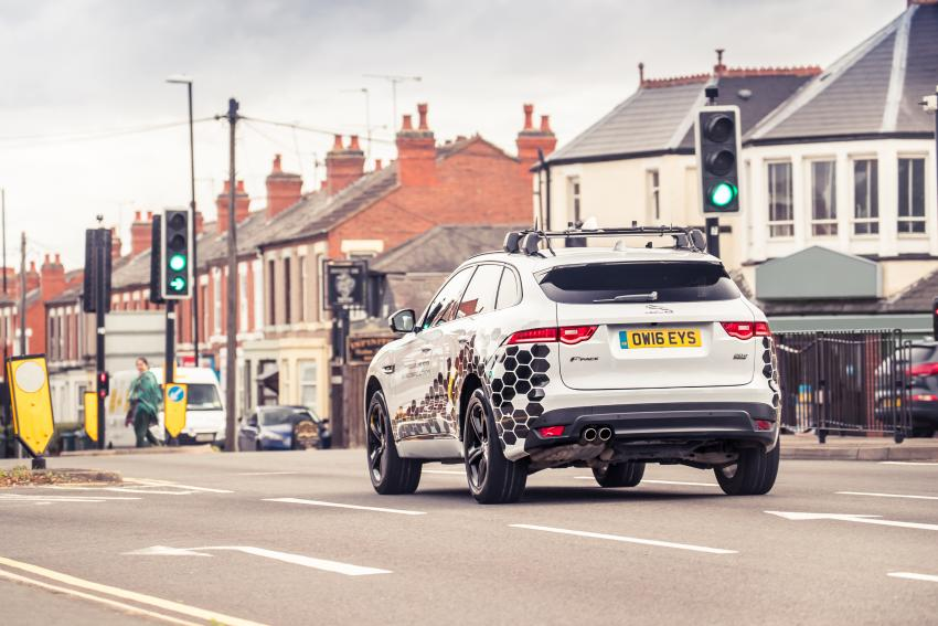 Jaguar F-Pace with GLOSA technology