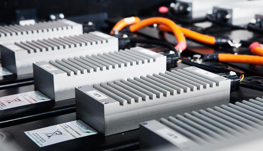 Un Danois invente la batterie solaire qui se recharge en 1 minute ! Par Joseph de Carme                   Lithium-ion-battery-car-energy-density